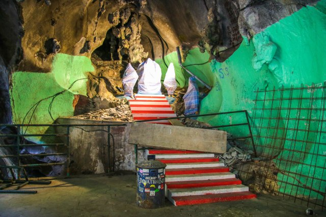 Why are Batu Caves Overrated: Inside of the Temple Cave
