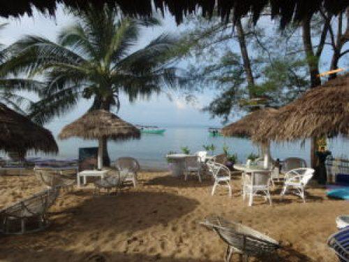 Girls Who Travel | a beach in Sihanoukville, Cambodia