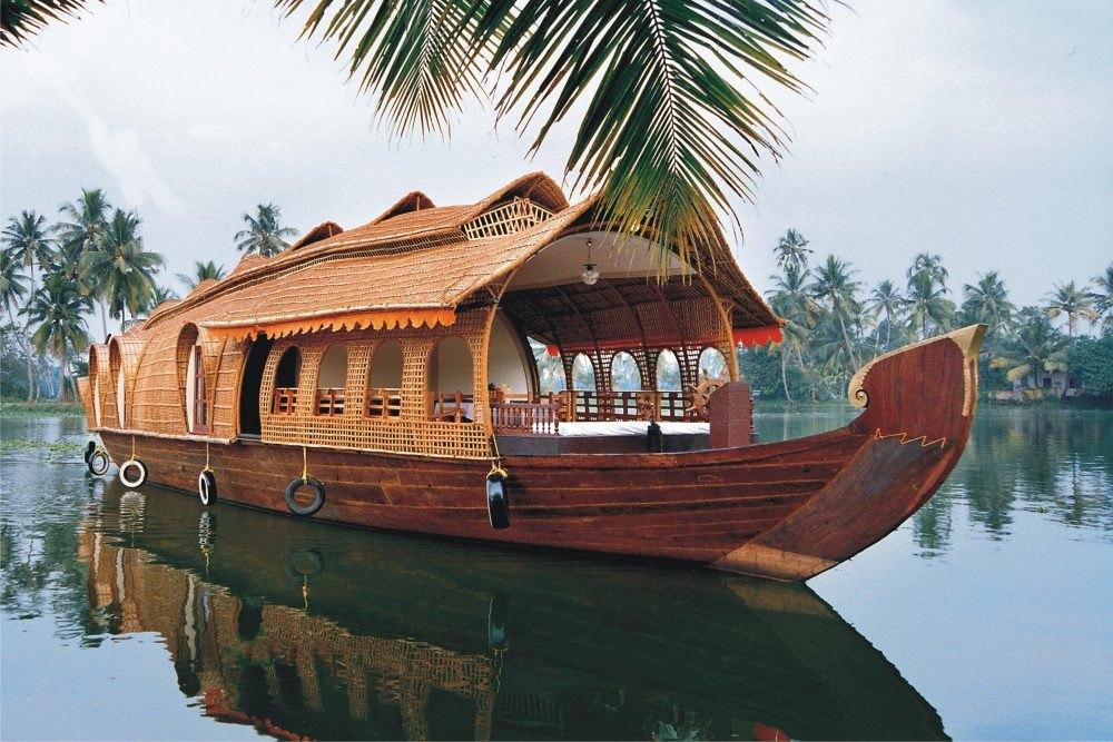 Kerala Backwaters Boat Tour at Alleppey, Kerala.
