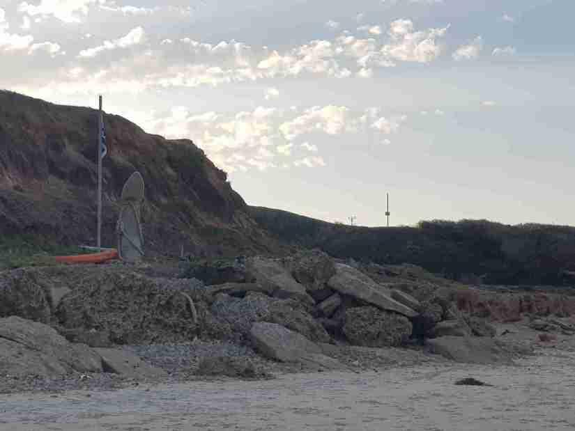 The surfboard monument to Amnon Pomerantz on Tzukei Tam Beach
