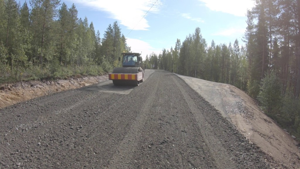 Road construction, loose gravel.