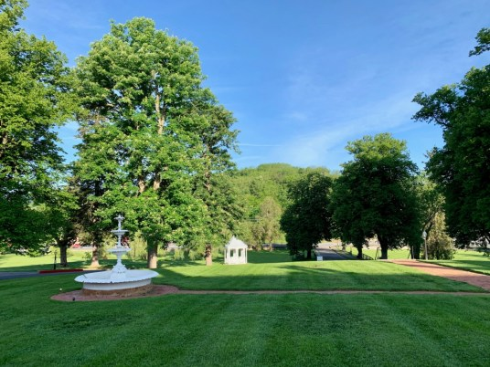Blackburn Inn Lawn - Fun Things to Do in Staunton Virginia