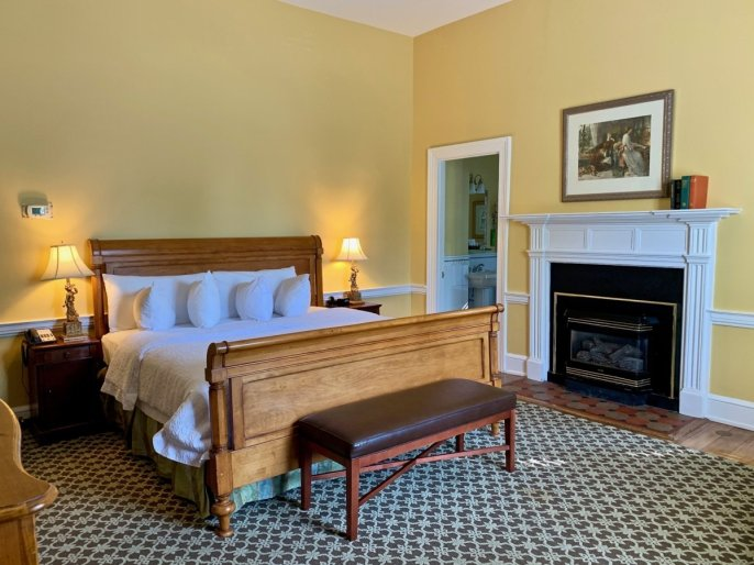 Col Alto Stonewall Jackson Room - Scenic & Historic Things to Do in Lexington, Virginia