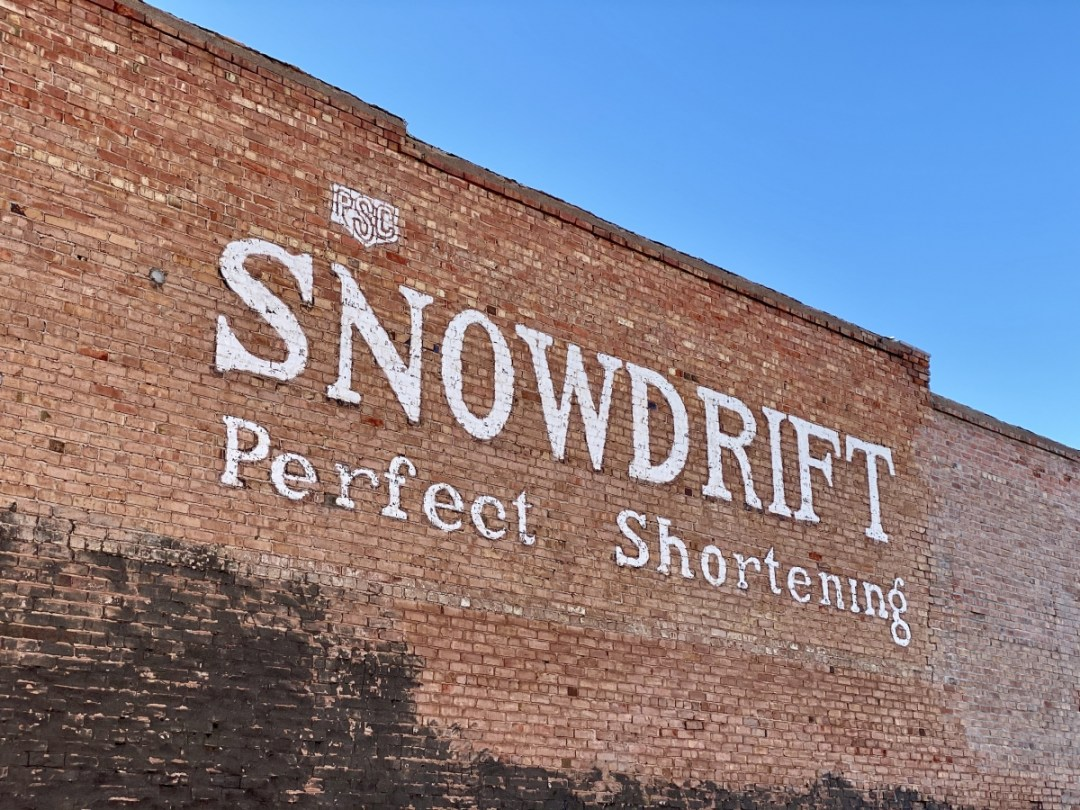 Snowdrift Art Space sign - Tons of Fun Things to Do in Winslow Arizona