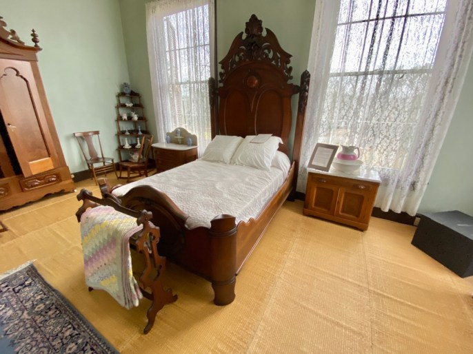 Fendall Hall bedroom - Outdoor & Historical Things to Do in Eufaula Alabama