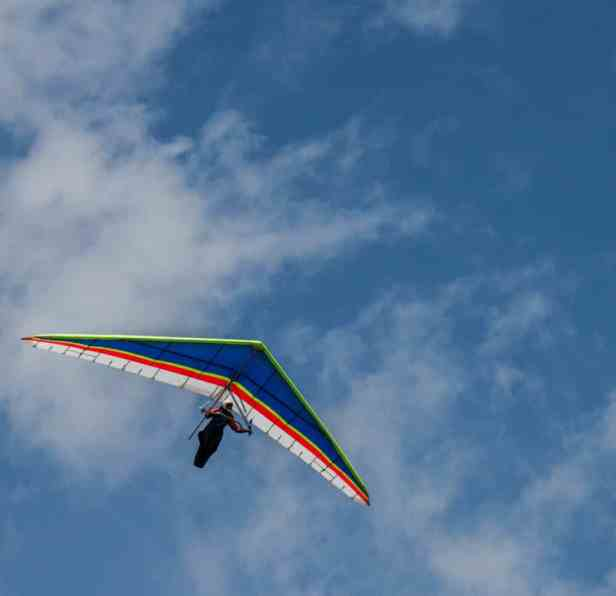 Hang gliders on Mt. Ascutney