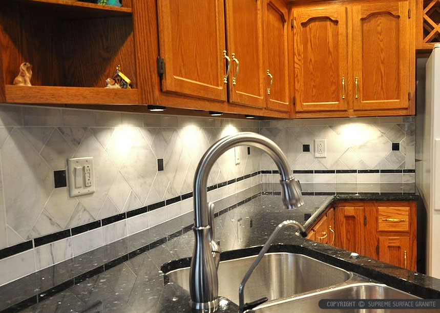 Black Countertop Backsplash Ideas - Backsplash.com ... on Kitchen Backsplash Ideas With Black Granite Countertops  id=38433