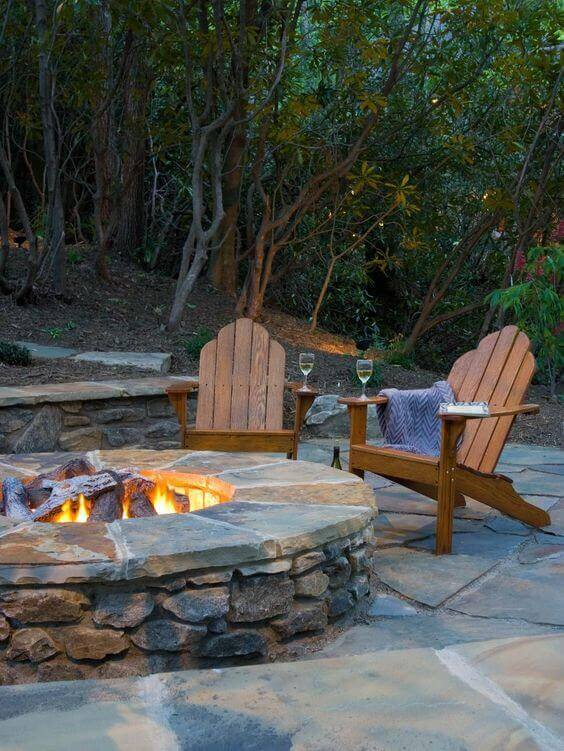 33 Cozy and Welcoming Backyard Design Ideas with Fire Pit on Outdoor Fire Pit Ideas id=54803