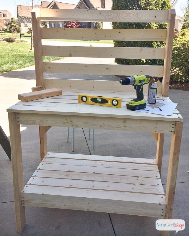 A Simple Guide to Making a Potting Bench from Pallets [DIY] 7
