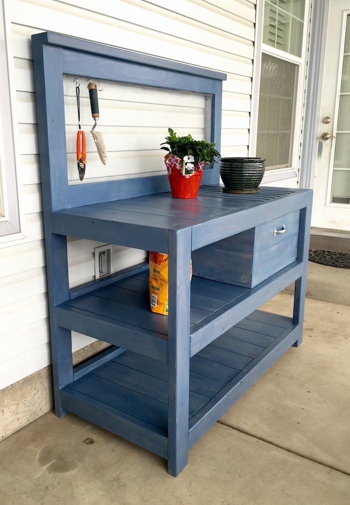 A Simple Guide to Making a Potting Bench from Pallets [DIY] 9