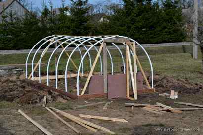 How To Build a Mini Polytunnel. 3