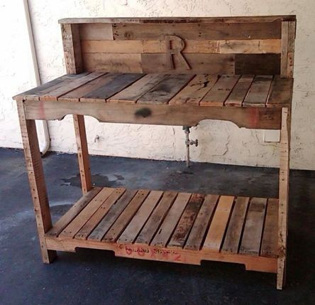 A Simple Guide to Making a Potting Bench from Pallets [DIY] 1