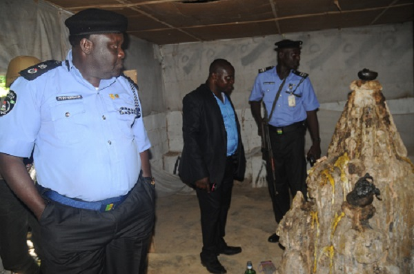 PIC. 13.OYO STATE COMMISSIONER OF POLICE, CP MUHAMMED KASTINA (R) AND  HIS MEN AT  THE RITUALIST DEN, IN ISESE OF BADAKU VILLAGE IN IBADAN ON MONDAY (1/6/15)  2869/1/6/2015/OEA/HF/CH/NAN