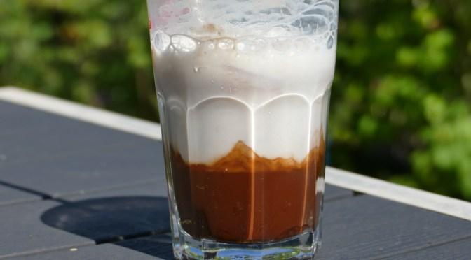 Eiskalter Kaffee mit Kakao
