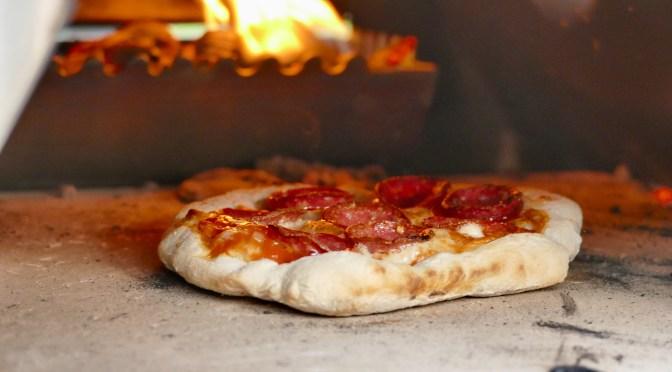 Pizza aus dem Pizzaofen von Burnhard