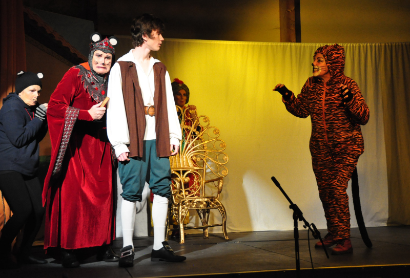 Wormtail and Queen Rat cower away from Tommy the Tiger