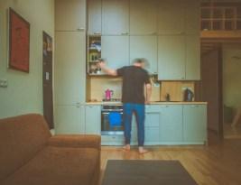フリーターの一人暮らしに伴う5つの経済的な危険性【プライドよりもお金が大切】