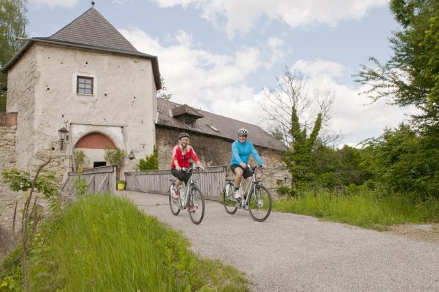 Burg Bad Kreuzen empfängt herzlich alle Radfahrer