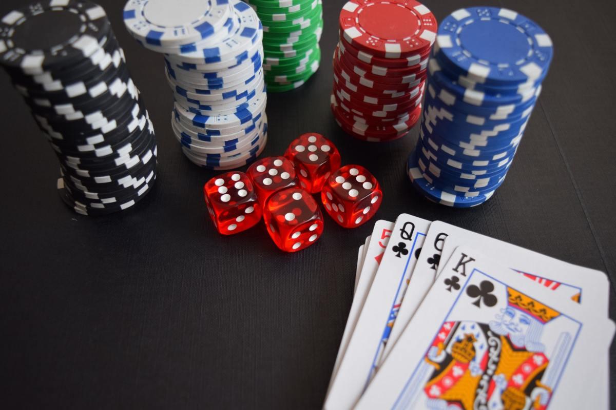 Ko nodrošina interneta kazino?