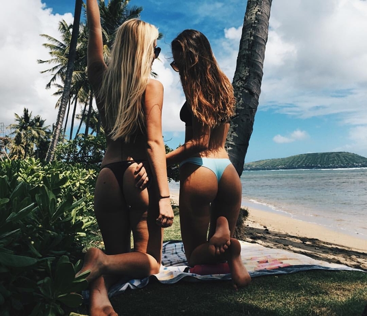 Badchix in Bikini's to cure the case of the Mondays
