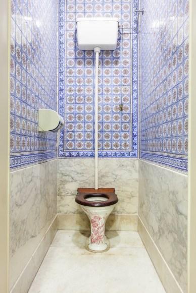 gammelt toalett