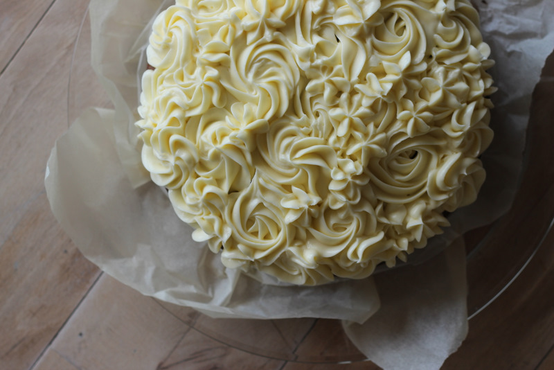 gulerodskage med cream-cheese-frosting