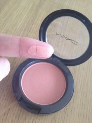 Swatch blush Melba MAC