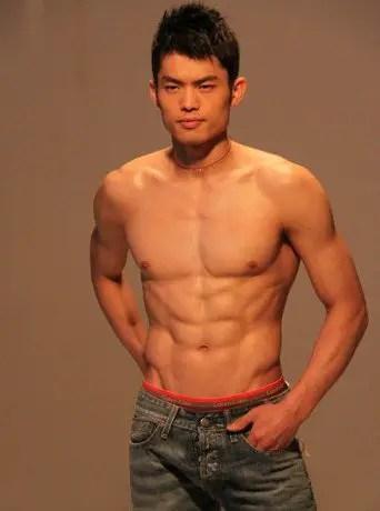 Lin Dan Abs