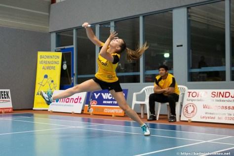 Diede Odijk tijdens de wedstrijd Avi Air Almere - Nutri-Dynamics Hoornse BV in haar partij tegen Simone Hermsen