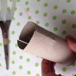 Kweekbakjes van wc rolletjes, stap 1: knip 4 x de wc rol in