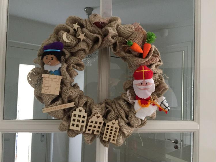 Sinterklaas krans zelf maken sint diy woondecoratie for Versiering taart zelf maken