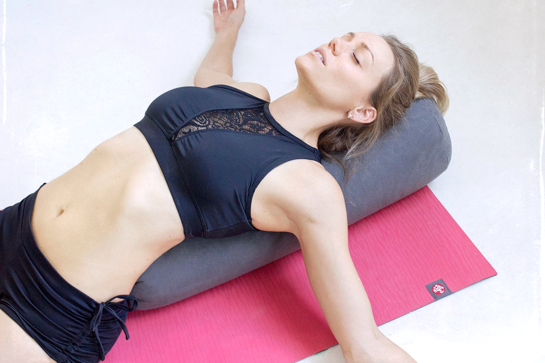 manduka yoga eko lite mat and bolster