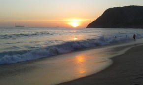 sunset at Itacoatiara beach