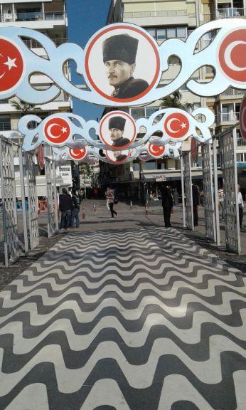Atatürk is everwhere in Atatürk Caddesi (Kordon) in Izmir