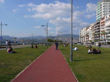 loads of space to walk, cycle, run... in Alsancak, Izmir