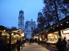 Christmas market in Passau, in front of the Dome St. Stephan