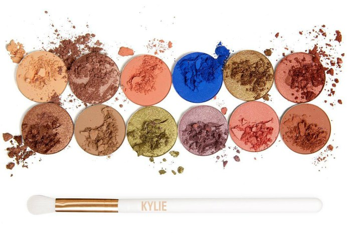 Kylie Jenner Is Restocking Her Royal Peach Palette Today