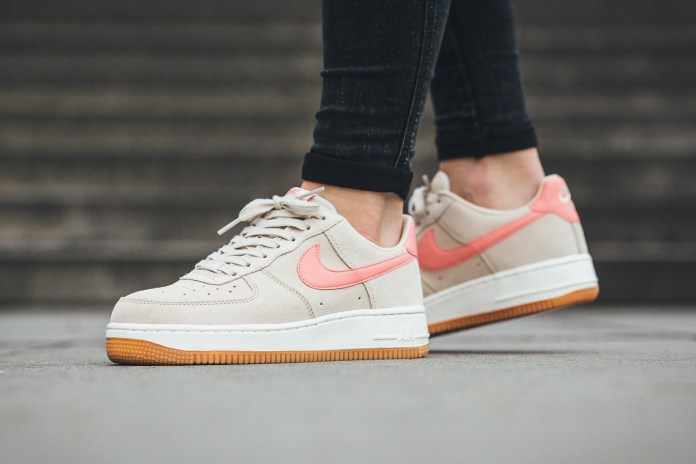"The Nike Air Force 1 '07 ""Oatmeal"" Is Cute with a Touch of Pink"