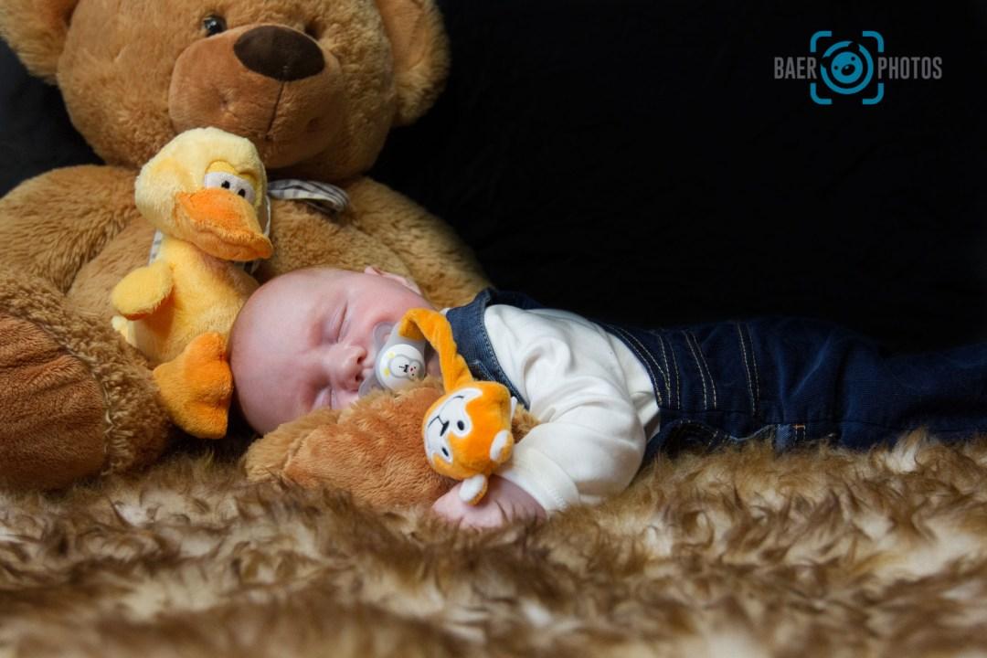 Baby-Schnuller-Schlafen-Teddy-Ente-Aufpasser-Fell-Baer.Photos-Fotograf-Holger-Bär