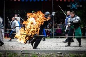 Events-Ritter-Feuer-Mensch_brennt-Ritterspiele-Mittelaltermarkt-Burg-Satzvey-Baer.Photos-Fotograf-Holger-Bär