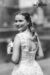 Hochzeit-Braut-Brautstrauß-Brautkleid-Hochzeitskleid-Lächeln-Herz-Baer.Photos-Fotograf-Holger-Bär
