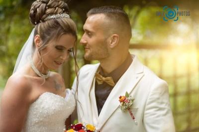 Hochzeit-Paar-Braut-Bräutigam-Sonne-Stimmung-Frisur-Brautkleid-Hochzeitskleid-Anzug-Baer.Photos-Fotograf-Holger-Bär