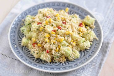 Couscous Salat mit Mais, Chili und Gurke