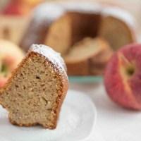 Apfel Gugelhupf mit Dinkelmehl und Mandeln