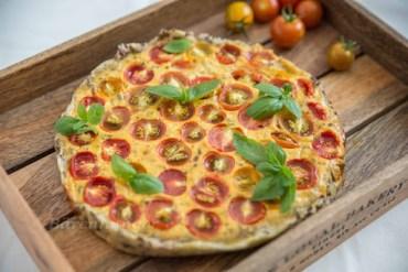 Tomaten Senf Quiche mit Sesam Kruste