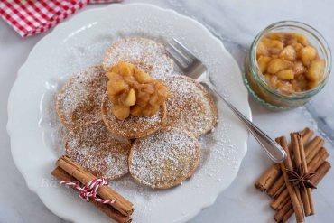 Lebkuchen Pancakes mit Apfelkompott