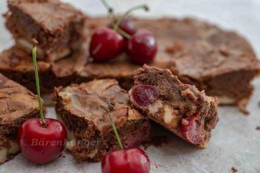 Cheesecake Brownie mit Kirschen
