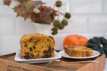 Herbstlicher Kastenkuchen mit Kürbis, Mandeln und Schokolade