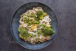 Ofen Spaghetti mit Feta, Brokkoli und Erbsen