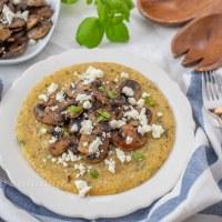 Cremige Käse Polenta mit Pilzen